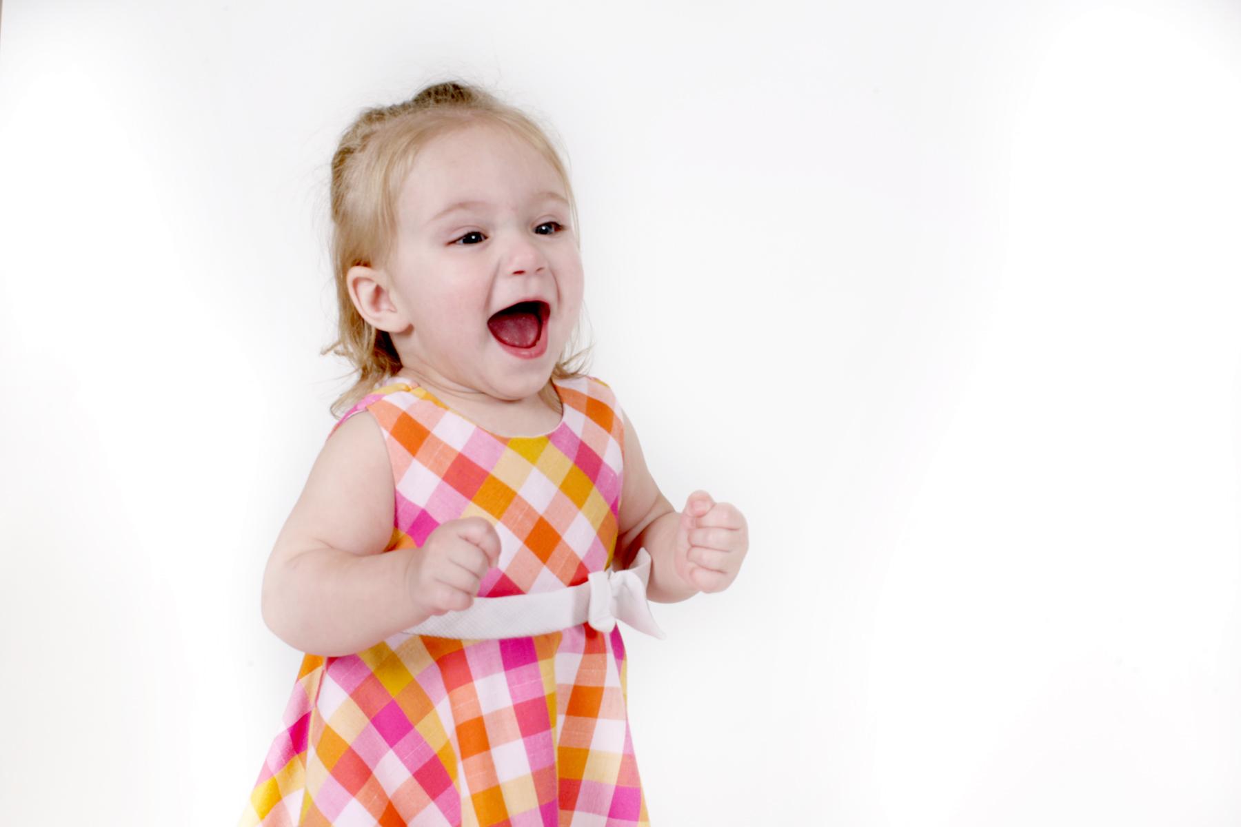 happy little girl - HD1800×1200